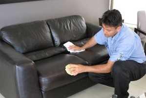 Почистить диван в домашних условиях от разводов на